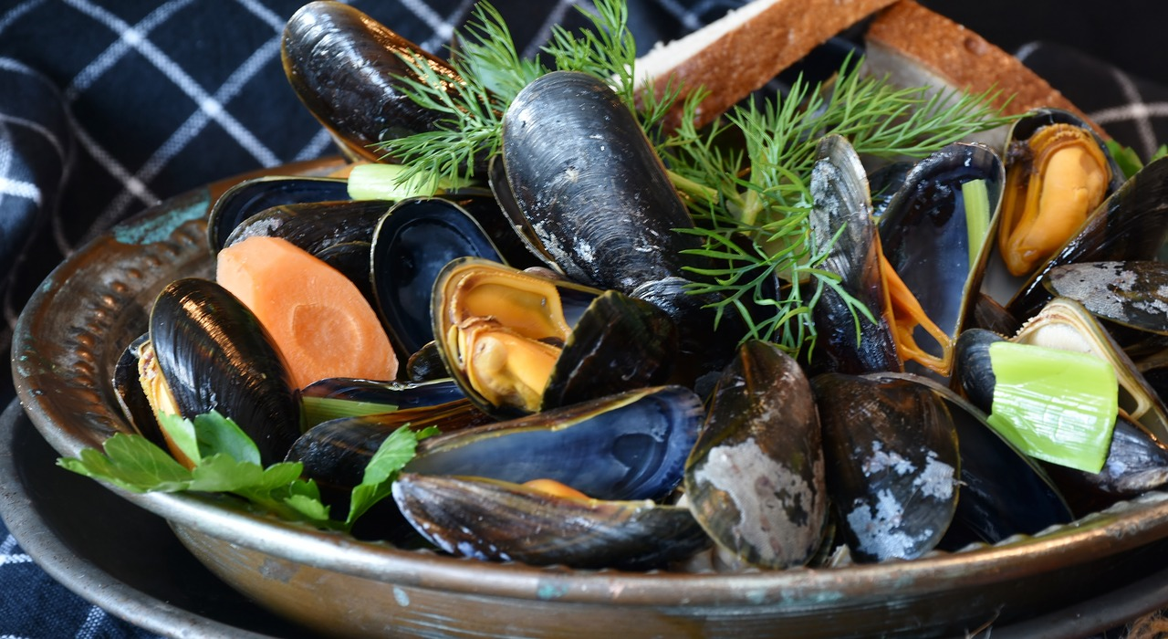 Bowl of mussels.